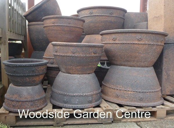extra large old stone piecrust pots and planters woodside garden centre pots to inspire. Black Bedroom Furniture Sets. Home Design Ideas